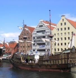 Rejsy stylizowanymi galeonamiCruises by stylized galleonsFahrten an Bord von stilisierten Galeonen